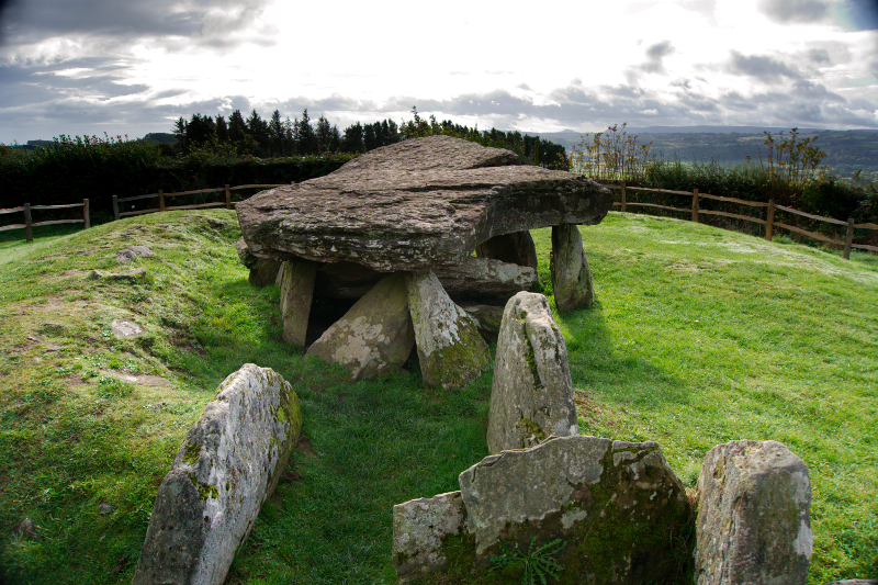 Arthur's Stone, a neolitic burial chamber